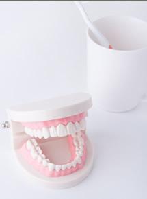 入れ歯のお悩みを、インプラントが解消します